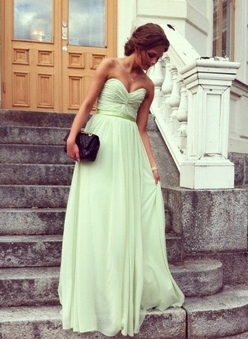 Bridesmaid Dresses UK Chiffon Light Green Sweetheart Ruffles Simple Sleeveless Party Gowns