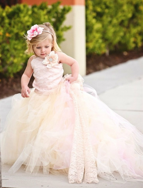Cute Sleeveless Tulle UK Flower Girl Dress With Long Train And Flowers
